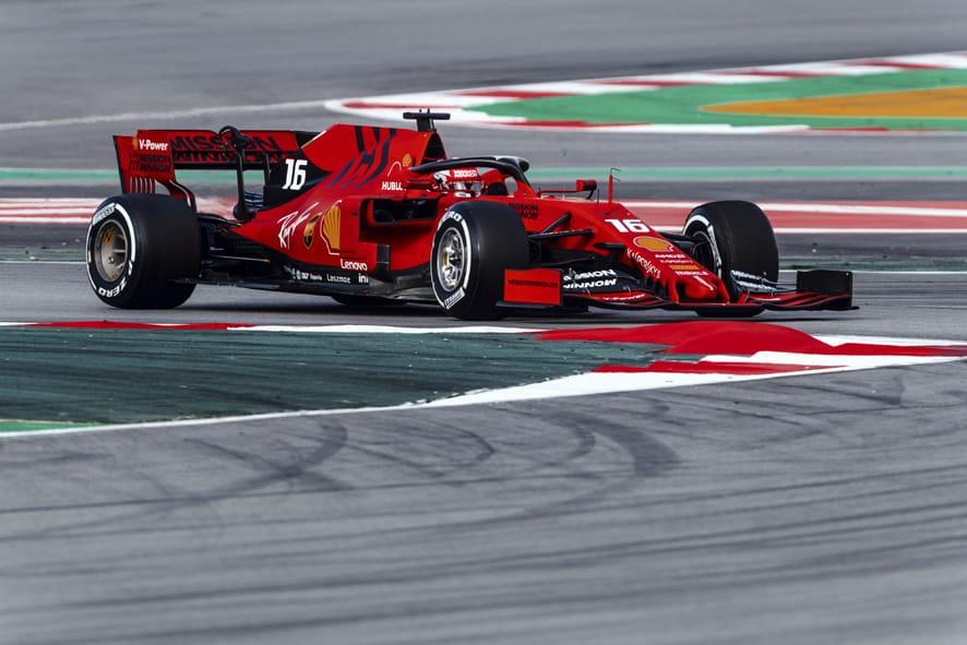 Leclerc lidera tras el accidente de Gasly