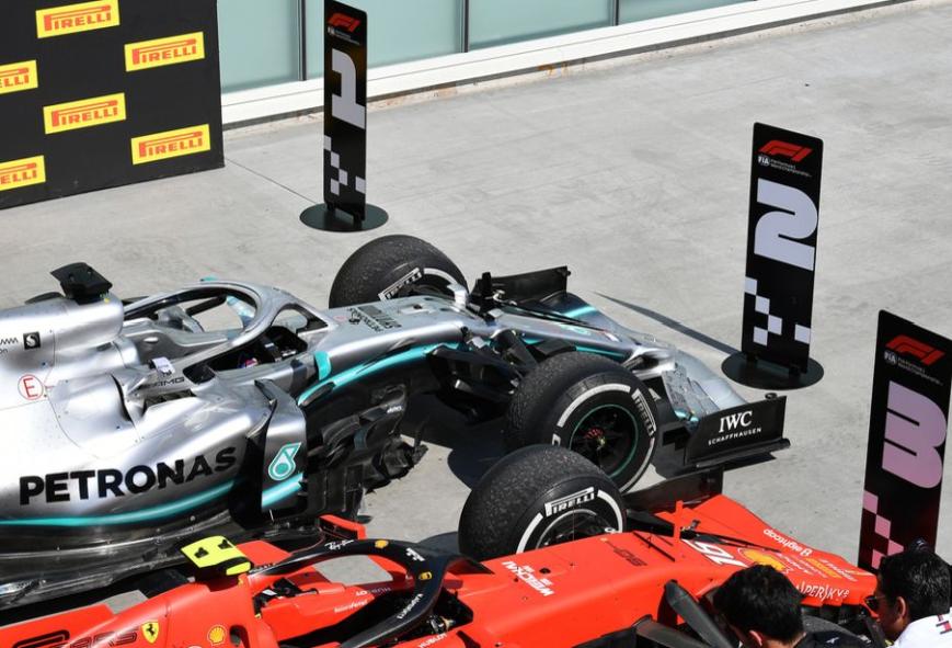 Podio de coches con los carteles cambiados por Vettel. GP Canadá 2019