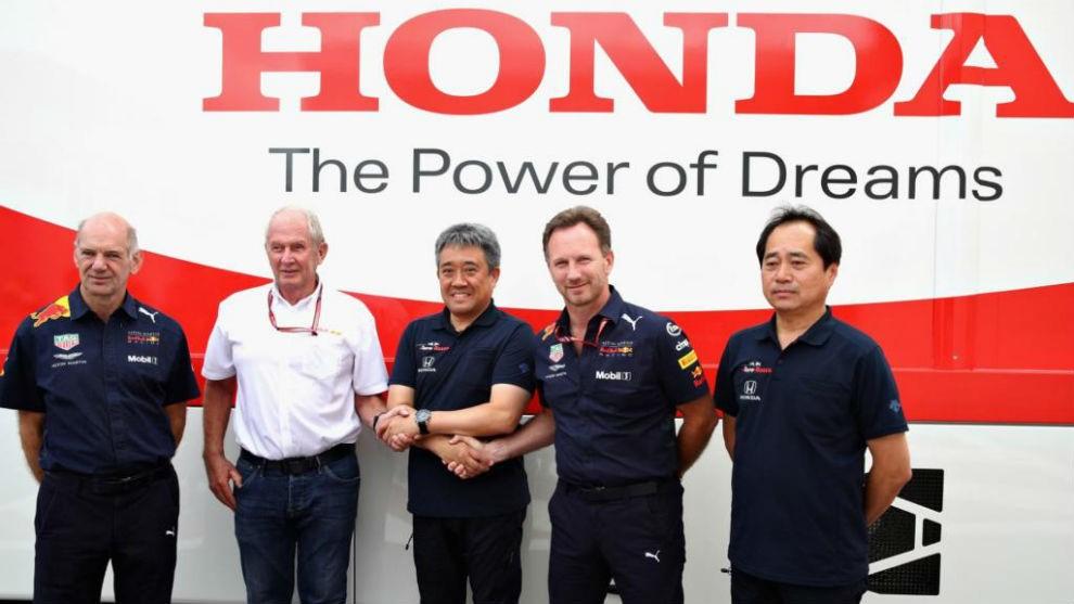 La imagen tiene un atributo ALT vacío; su nombre de archivo es RedBull-Honda-01.jpg